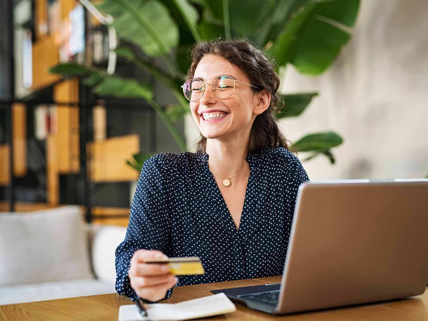 woman-with-laptop-using-credit-card